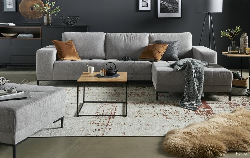 Sivá v interiéri: farba, ktorá neomrzí